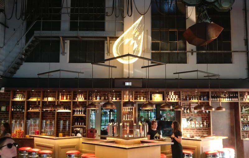 En fin de visite, se trouve un magnifique bar ...