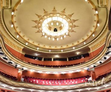 Vue depuis scène du plafonnier du théâtre
