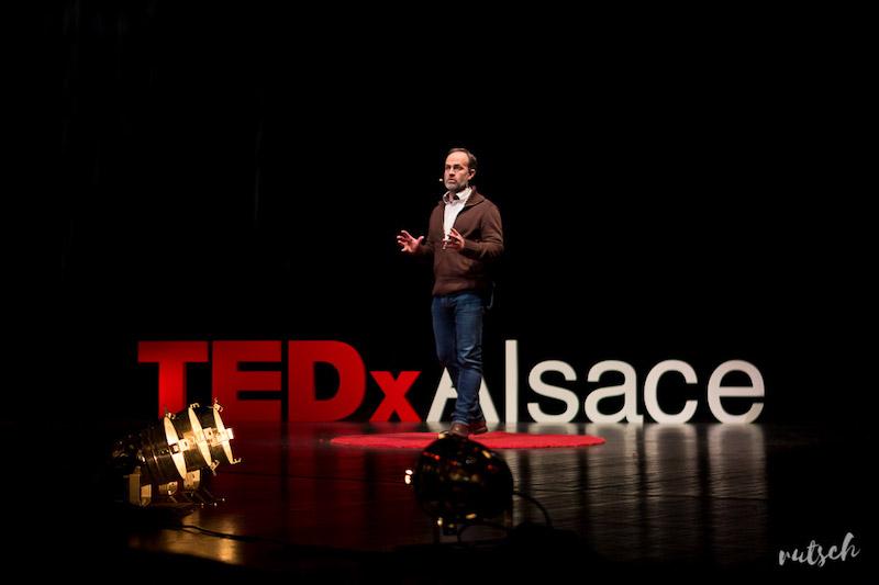 TEDxAlsace 2019, speaker sur scène © Greg Matter