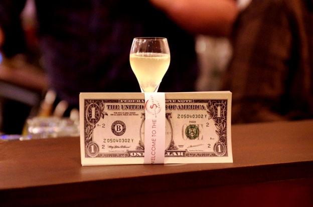Dans ce nouveau bar, le prix des consos varie comme à la Bourse ! 14
