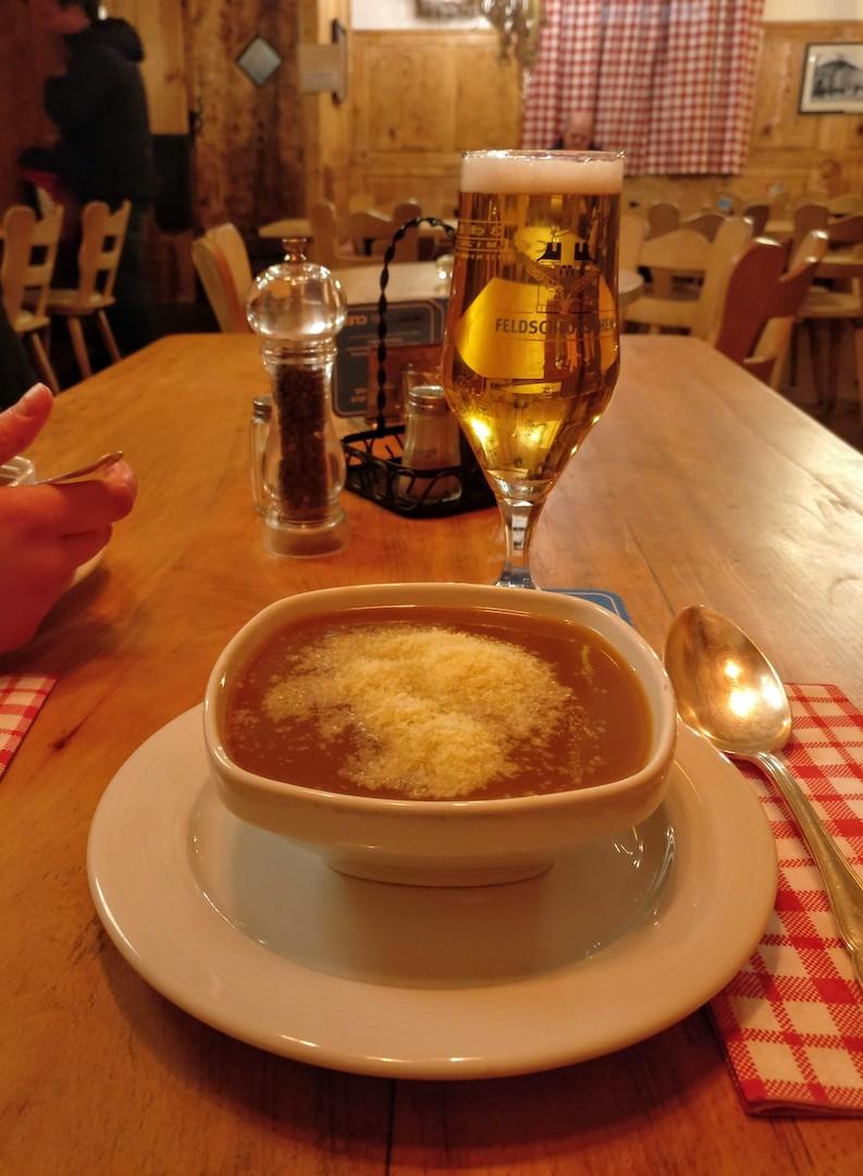 Mehlsuppe au Morgenstreich de Bâle