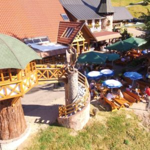 Le Biergarten de l'Hôtel-Restaurant Spinnerhof, en Forêt-Noire