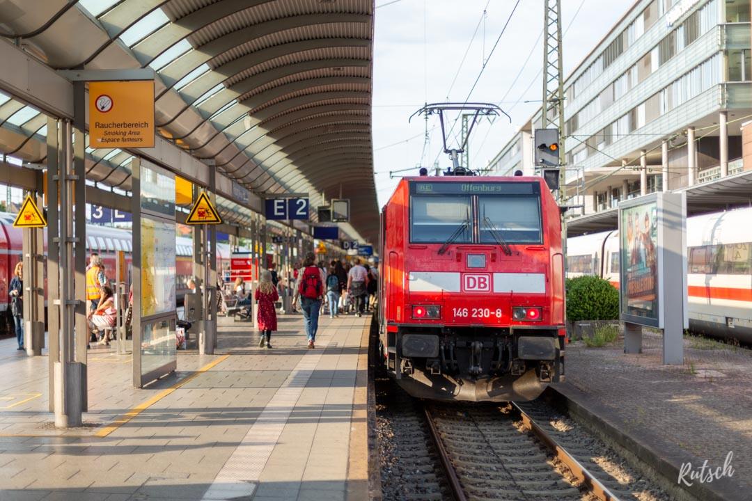 Train en Gare de Freiburg, direction Offenburg