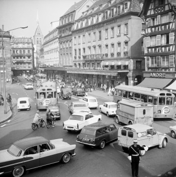 Circulation place Kléber, années 1960