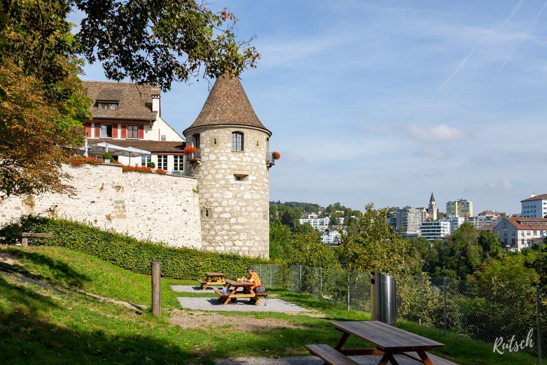 Tables de pique-nique, château de Laufen