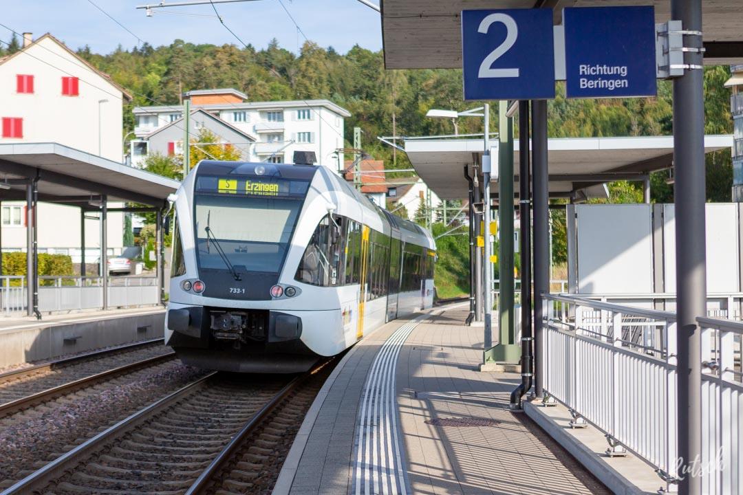 S-Bahn en gare de Neuhausen Bad. Bf