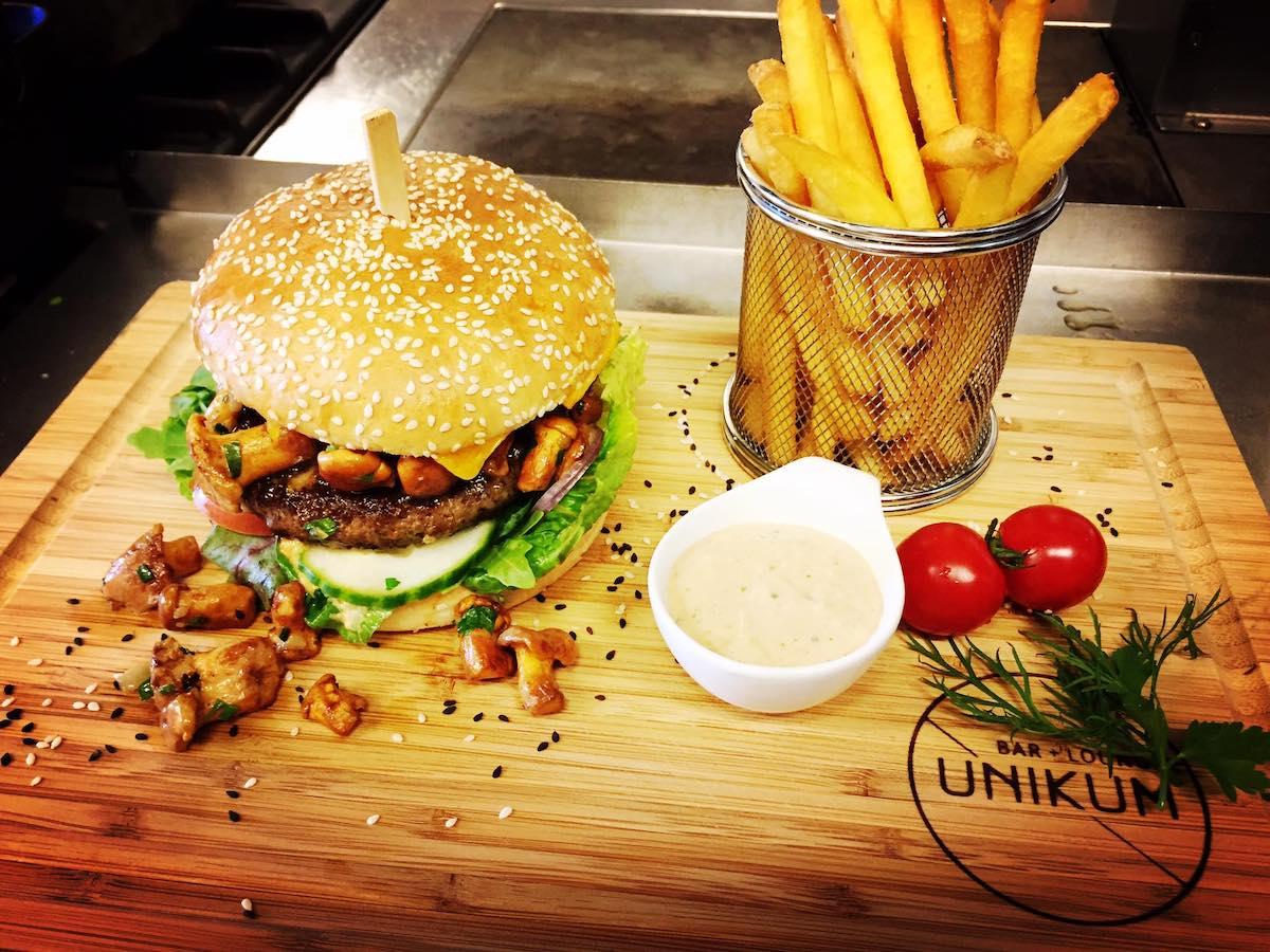 Burger Unikum Bar
