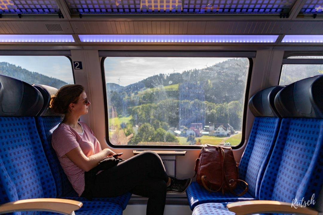 Une personne dans le train RE Schwarzwaldbahn